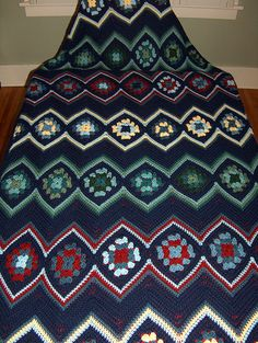 Pretty ripple pattern using granny squares #DIY #craft #crochet #afghan #granny_square