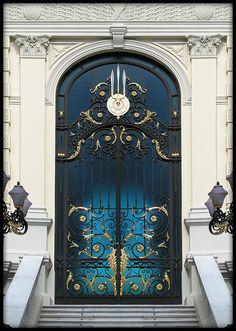 Stunning door!