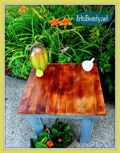 DIY Tutorial - How to Build a Pallet Wood End Table and Add a FREE Graphic Print to It - Great Step-by-Step Instructions!  #recycle #build #furniture