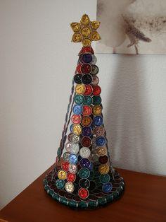 Es un hermoso arbol de navidad hecho por mi y mi familia y quiero compartirlo también con todos vosotros. ¡Feliz navidad!