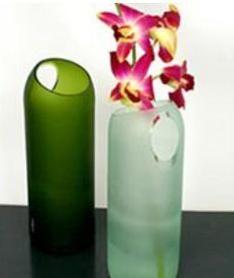 Cómo hacer un bonito florero con una botella: http://artes.uncomo.com/articulo/como-hacer-un-bonito-florero-con-una-botella-6375.html