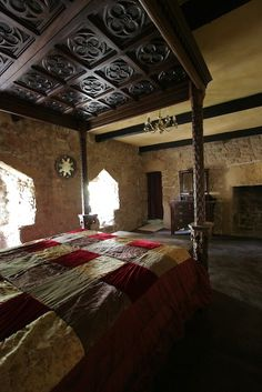 Love this medieval bed