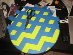 easy painting patterns, chevron patterns, how to make chevron pattern, chevron painted table, chevron pattern diy, diy chevron pattern, tape, chevron crafts, easy paint patterns