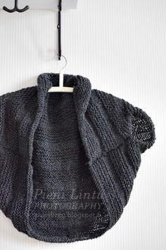 Pieni Lintu: DIY knitted bolero.  Garter and stockinette  stitch  rectangle then fold and sew as in picture, easy.