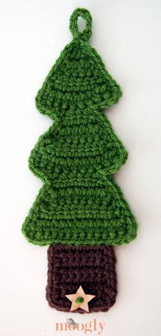 #Crochet Christmas Tree Coffee Cozy - free pattern!