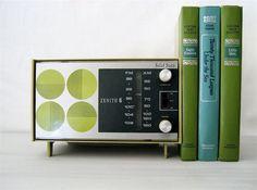 <3 vintage radios