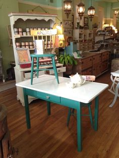 Green Vintage Enamel Top Table w/ 2 Chairs by TessHome on Etsy, $250.00