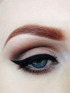 Love this winged eyeliner look.