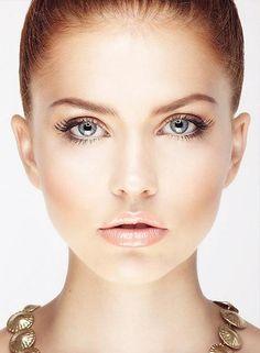 { Natural bronzed makeup }