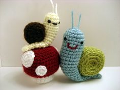 I love how snails are harmless.  These are too cute. gift baskets, mushroom pattern, crochet, hous, baby shower gifts, snail, little animals, amigurumi, baby showers