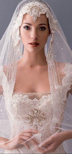 Head piece and veil - Blanka Matragi