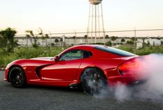 10 Of The Best Cars For Burnouts - Find out the meanest vehicles around. Click to be blown away! #Viper #spon mopar burnout