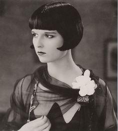 Louise Brooks and her amazing black bob. 1920's hair #ArtDeco #JazzAge