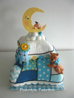 A Fluffy pillow babyshower cake