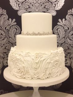 White Wedding Cake | ... Rosses Weddign Cake in Crisp clean White with Silver & White Pearls