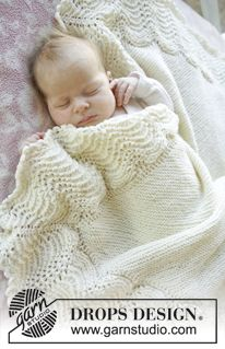 """Knitted DROPS blanket in garter st with edge Wave pattern in """"Baby Merino"""". ~ DROPS Design"""