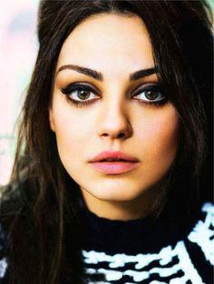 Mila Kunis makeup...very retro. I love it.
