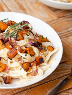 Vegan-Fettucine-Alfredo-with-Pumpkin-and-Red-Onions