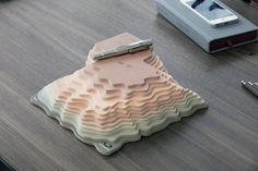 2014 daily calendar created by by the art director Zeynep Orbay eflects the spirit of Land Rover by creating a 3D version of topographic maps
