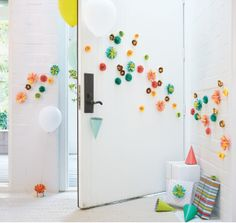 Your guests will be delighted when they open the door to see these starburst decorations! parti