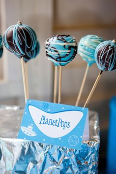 Sorry guys, Pluto is not included with these awesome planet-themed cake pops!  #space #cakepops