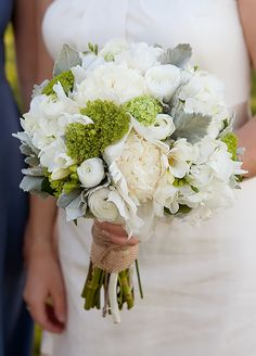 Using GRAY in your wedding flowers...