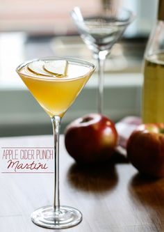 Apple Cider Punch Martini via Delish Dish! A fab cocktail for Thanksgiving entertaining! http://www.bhg.com/blogs/delish-dish/2013/11/13/apple-cider-punch-martini/