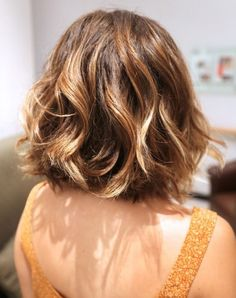 The stunning hairstyle has shallow layering along the lower sections. The layers and soft waves create much shape and movement in the mid-length hairstyle. The whole hairstyle creates an elegant and romantic look. A bit serum and shine spray can help keep it highly lustrous.