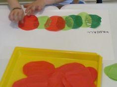 Tissue paper caterpillars | Teach PreschoolTissue paper caterpillars Read more: http://www.teachpreschool.org/2012/06/tissue-paper-caterpillars/#ixzz26ZIxJNwv