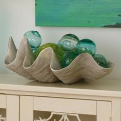 resin giant clam shell bowl w/floats