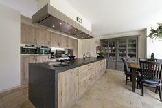 Robuuste houten keuken