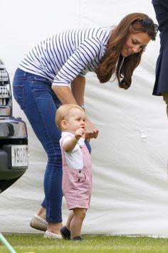 Cutie baby George walks with mom's help. #KateMiddleton #royals #PrinceGeorge