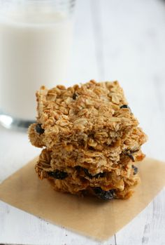 The Pretty Bee shares Debbie Adler's recipe for #glutenfree #vegan #sugarfree Cranberry Oat Bars. Kick-it-up-a-notch delicious! http://theprettybee.com/2014/08/cranberry-oat-bars.html