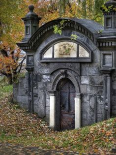 Crypt door within the Cote des Neiges Cemetery, in Montreal. http://muldersworld.com/photo.asp?id=6446
