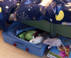 PYSSLINGAR boxes are a practical solution for storing toys, extra bedding, or clothes under the bed.  Bonus:  With organized storage under the bed, there's no room for monsters!