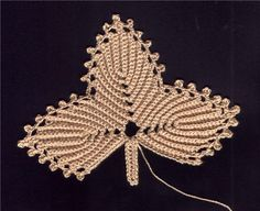 http://make-handmade.com/wp-content/uploads/2011/12/make-handmade-1354.jpg irish crochet, leaf crochet, fall leaves, crochet knit, crafti crochet, crochet flower, crochet crafts, crochet leaf, crochet patterns