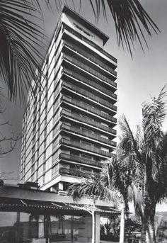 """Hotel """"El Presidente"""", Av. Costera Miquel Alemán, Acapulco, Guerrero, México 1959 Arq. Juan Sordo Madaleno y José Wiechers Escandón Foto: Guillermo Zamora Hotel """"El Presidente"""", Acapulco, Mexico, 1959"""