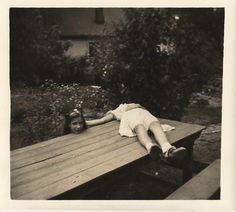 creepi, planking, optical illusions, vintage photos, photo posing, sister pictures, old photos, photographi, halloween