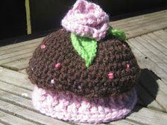 Knot Your Nana's Crochet: Newborn cupcake hat crochet hat, newborn cupcak, newborn hats, hat patterns, crochethat, knot, flower patterns, cupcak hat