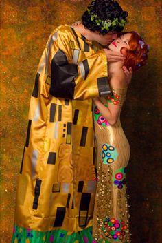 "Gustav Klimt's ""The Kiss"" | 17 Brilliant Art History-Inspired Halloween Costumes"