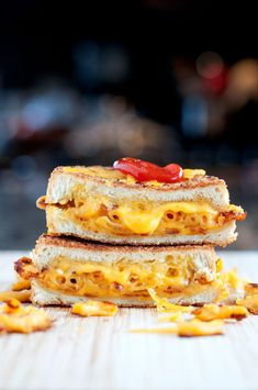 Mac & Cheese Grilled Cheese   bsinthekitchen.com #grilledcheese #macaroni #bsinthekitchen