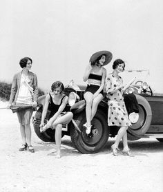 I can never get enough of 1920s summertime style. Love bobbed hair and bathing suits together! #1920s #hair #beach #summer #vintage #flappers #car