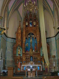 Catholic altar by Rinabobina, via Flickr