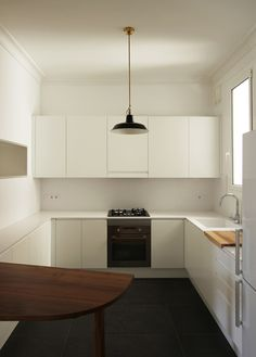 Renovation of an apartment in Barcelona by Laura Bonell Mas #kitchens