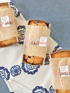 How to Make a Gift Basket for Homemade Bread >> http://www.diynetwork.com/decorating/how-to-make-a-gift-basket-of-homemade-breads/pictures/index.html?soc=hpp#