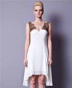 Gülçin Uzunalan Beyaz Kanat Elbise, asimetrik modelli şık bir seçim. Yakasında, sırtında ve eteklerindeki kesimlerle dikkat çeken tasarım Gülçin Uzunalan imzalı.   Asimetrik elbise Dekolte kesim Midi boy elbise Gülçin Uzunalan Asimetrik Elbise, tüm gözlerin üzerinizde olmasını sağlayacak...