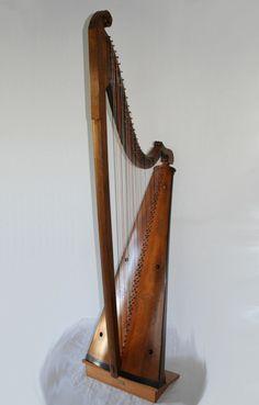 y delyn deires / Welsh triple harp