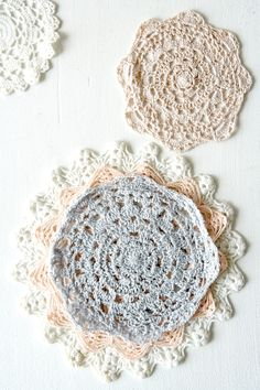Crochet doily - free pattern.