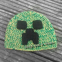 Minecraft creeper inspired hat pattern - crochet
