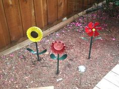 Metal flowers from cake pans and an old heater fan! via Instructables cakes, metal flowers, tins, metals, fans, yard art, gardens, knobs, cake pans